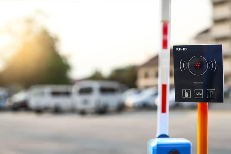 آنتن برد بلند و تگ UHF جایگزین ریموت های پارکینگ