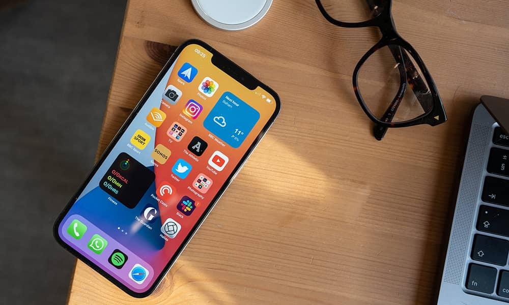 استفاده از صفحه نمایشهای 6 تا 7 اینچی در گوشیهای جدید 2021
