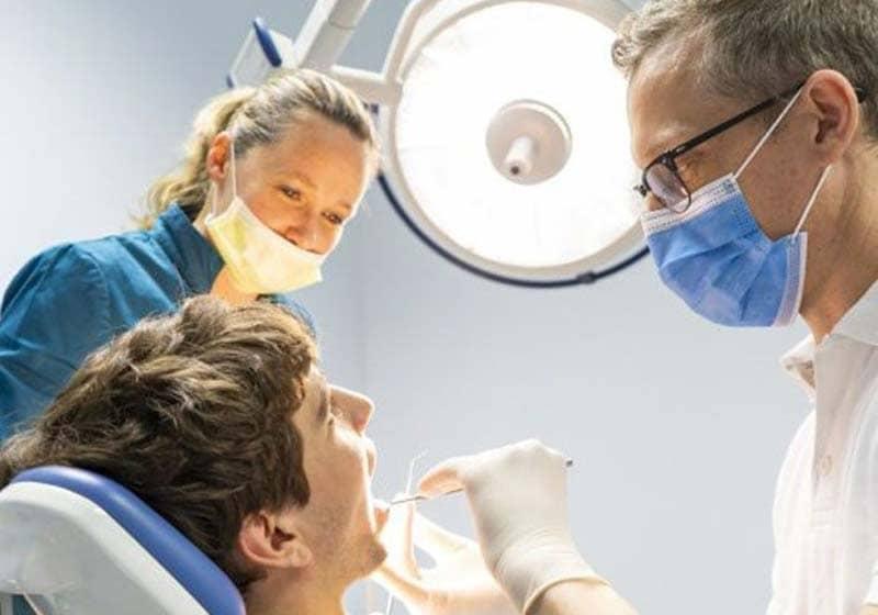 خرید مواد و ابزار دندانپزشکی