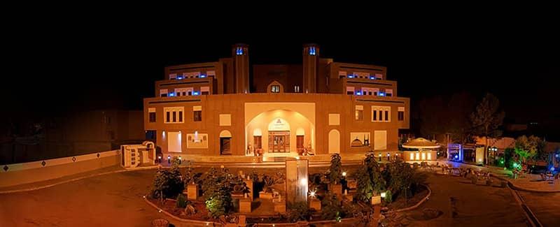 موقعیت مکانی تاریخچه هتل مشیرالممالک یزد