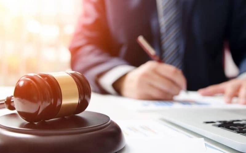 چرا وکیل بگیریم